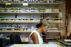 NLD-20040906-NOORDGOUWE: Een winkel met homeopatische winkel in kuuroord De Schouw in Noordgouwe. Zie bericht in rubriek BIN: Wie reinigt, zal oogsten. ANP FOTO/DAVID VAN DAM