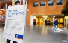 ROTTERDAM - Een vestiging van UWV Werkbedrijf in Rotterdam. In de periode februari-april 2009 waren gemiddeld 360 duizend mensen werkloos. Dit komt overeen met 4,6 procent van de beroepsbevolking. Een jaar eerder was dat nog 4,2 procent. Dat blijkt uit de nieuwste cijfers van het Centraal Bureau voor de Statistiek (CBS). ANP ROBIN UTRECHT
