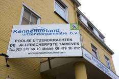 ZANDVOORT-Uithangbord bij het kantoor van Kennemerland Uitzendorganisatie, uitzendbureau voor Poolse werknemers. ANP PHOTO KOEN SUYK