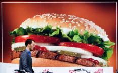 DEN HAAG - Reclame van Burger King siert het straatbeeld. ANP PHOTO XTRA KOEN SUYK