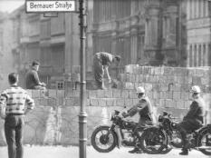 epa01883660 This file picture dated August 1961 shows workers heightening the sector barrier at Bernauer Strasse in Berlin. The border was sealed on 13 August 1961. On 03 October 2009 Germans celebrate the Day of German Unity, a national holiday that commemorates the anniversary of German reunification in 1990. The reunification of East and West Germany was precipitated by the fall of the Berlin Wall on 09 November 1989. As a symbol for the fall of the Iron Curtain and collapse of Communism in the Eastern Bloc the 20th anniversary of this historic event is marked around the world in 2009.  EPA/STR