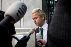 AMSTERDAM - Geert Wilders staat woensdag na afloop van de behandeling van zijn bezwaarschrift in de rechtbank in Amsterdam de pers te woord. De PVV-voorman wordt door het  Openbaar Ministerie (OM) beschuldigd van het aanzetten tot haat en discriminatie en het beledigen van een groep mensen. ANP MARCEL ANTONISSE