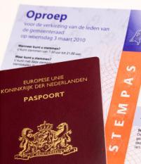 ZOETERMEER - De stempas met een paspoort. ANP XTRA LEX VAN LIESHOUT