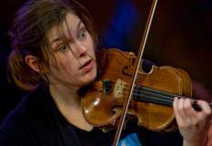 UTRECHT - Violiste Janine Jansen zondag tijdens de generale repetities van het Internationaal Kamermuziek Festival Utrecht. Sinds 2003 is Jansen de artistiek leider van het festival. ANP ED OUDENAARDEN