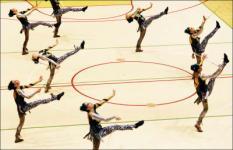 ROTTERDAM - Team The Rainbows in actie tijdens het onderdeel Team Dance Twirl. In de Topsporthal in Rotterdam vindt dit weekeinde het NK Baton Twirling plaats. ANP PHOTO ROBIN UTRECHT