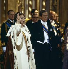 NLD-19800430-AMSTERDAM: Koningin Beatrix legt de eed op de grondwet af in de Nieuwe Kerk in Amsterdam. ANP