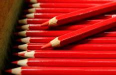 BERGEN OP ZOOM - Bij Bruynzeel-Sakura in Bergen op Zoom draait vrijdag de productie van rode potloden op volle toeren. Het bedrijf  heeft een order gekregen van het ministerie van Binnenlandse Zaken om rode potloodjes te leveren voor de verkiezingen. ANP PHOTO ED OUDENAARDEN
