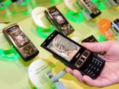 ROTTERDAM - Mobiele telefoons in een KPN-winkel in het centrum van Rotterdam. ANP PHOTO XTRA KOEN SUYK