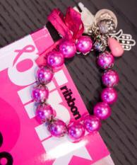 ROTTERDAM - Pink Ribbon tijdschrift. Een vrouw laat een mammografie maken van haar borsten in de onderzoeksunit van de Stichting Bevolkingsonderzoek Borstkanker in Rotterdam. ANP PHOTO XTRA KOEN SUYK