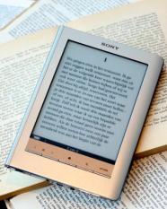 BADHOEVEDORP - Een e-reader.ANP  XTRA LEX VAN LIESHOUT