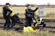epa02432912 A Greenpeace handout photograph shows Greenpeace activists, who had fixed themselves to the railway line in an attempt to stop the nuclear waste transport from La Hague in France to the intermediate storage in Gorleben, Germany, being removed by police, during a confrontation on the Franco-German border, 06 November 2010.  EPA/MARTIN STORZ / GREENPEACE / HANDOUT IMAGE AVAILABLE FOR DOWNLOAD BY EXTERNAL MEDIA FOR 14 DAYS AFTER RELEASE. TERMS OF HAND-OUT: NO RESALE, NO ARCHIVE, FOR EDITORIAL USE ONLY, NOT FOR MARKETING OR ADVERTISING CAMPAIGNS. © Martin Storz / Greenpeace