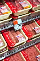 MUIDEN - Schappen met vlees in een winkel van Albert Heijn. ANP XTRA NILS VAN HOUTS