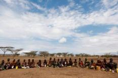 epa02865443 A photograph made available on 13 August 2011 shows ethnic Turkana women waiting for their turn at a food distribution in Kaikor, Turkana, northwestern Kenya, 11 August 2011. According to reports, at least 14 people have died recently in Turkana region from hunger. A local official says that not enough relief food has reached in remote areas of northern Kenya, particularly Turkana region where more than half the population is dependent on relief food, resulting in increasing child malnutrition rate up to some 37 percent. According to a parliamentarian representing northern Kenya, people in the region have lost 70 per cent of livestock. United Nations says more than 3.5 million people in the Horn of Africa are facing starvation. The US government estimates that more than 29,000 children have died in the last 3 months.  EPA/DAI KUROKAWA