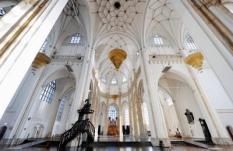 ARNHEM - Werkzaamheden woensdag bij de Eusebiuskerk. De restauratiewerkzaamheden aan de kerk in het centrum van Arnhem zijn deze maand begonnen en gaat mogelijk tientallen miljoenen euro's kosten en duurt langer dan tien jaar. ANP  XTRA LEX VAN LIESHOUT