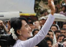 epa03168471 Myanmar democracy leader Aung San Suu Kyi waves to supporters after the landslide victory of the National League for Democracy (NLD) party candidates, at NLD headquarters, in Yangon, Myanmar, 02 April 2012. She called the party's landslide victory in the 01 April parliamentary by-elections, 'a triumph of the people'. The NLD won 43 of the 44 seat and it is likely it would win all 44 once the final tallies are made.  EPA/BARBARA WALTON