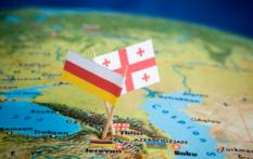 RIJSWIJK - **ILLUSTRATIE** Landenvlag van Georgie (R) en vlag van Zuid-Ossetie (L). ANP XTRA LEX VAN LIESHOUT