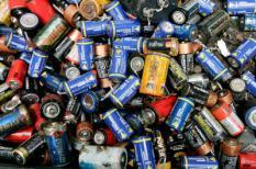 ROTTERDAM: Gescheiden (scheeps)afval, waaronder batterijen , bij afvalverwerker Bek en Verburg. ANP PHOTO KOEN SUYK