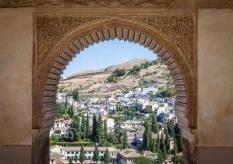 Een panorama vanuit een toren van het Alhambra in Granada.