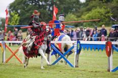 Ridders vechten op hun paard.