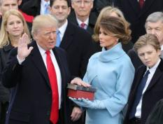 2017-01-20 12:51:08 epaselect epa05735429 President-elect Donald J. Trump (L) takes the oath of office as the 45th President of the United States in Washington, DC, USA, 20 January 2017. Trump won the 08 November 2016 election to become the next US President. On right is his son Baron and his wife Melania (2-R) holding a bible as he takes tha oath.  EPA/JUSTIN LANE