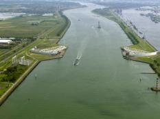 2017-08-27 15:01:43 Luchtopname van de Maeslantkering en de Nieuwe Waterweg.Copyright: ANP Photo - Your Captain Luchtfotografie