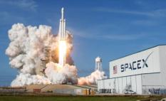 2018-02-07 00:04:24 A SpaceX Falcon Heavy rocket lifts off from historic launch pad 39-A at the Kennedy Space Center in Cape Canaveral, Florida, U.S., February 6, 2018. REUTERS/Thom Baur