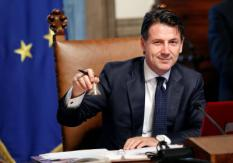2018-06-01 16:13:13 Newly appointed Italian Prime Minister Giuseppe Conte rings the bell during his first cabinet meeting at Chigi palace in Rome, Italy, June 1, 2018.  REUTERS/Remo Casilli