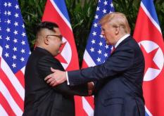 2018-06-12 11:36:50 epa06801325 US President Donald J. Trump (R) and North Korean leader Kim Jong-un (L) shake hands at the start of a historic summit at the Capella Hotel on Sentosa Island, Singapore, 12 June 2018. The summit marks the first meeting between an incumbent US President and a North Korean leader.  EPA/KEVIN LIM / THE STRAITS TIMES / SPH SINGAPORE OUT  EDITORIAL USE ONLY