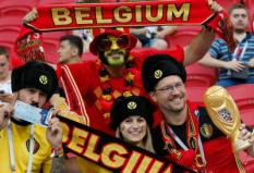 2018-07-06 21:12:16 epa06869146 Supporters of Belgium before the FIFA World Cup 2018 quarter final soccer match between Brazil and Belgium in Kazan, Russia, 06 July 2018.(RESTRICTIONS APPLY: Editorial Use Only, not used in association with any commercial entity - Images must not be used in any form of alert service or push service of any kind including via mobile alert services, downloads to mobile devices or MMS messaging - Images must appear as still images and must not emulate match action video footage - No alteration is made to, and no text or image is superimposed over, any published image which: (a) intentionally obscures or removes a sponsor identification image; or (b) adds or overlays the commercial identification of any third party which is not officially associated with the FIFA World Cup)  EPA/DIEGO AZUBEL   EDITORIAL USE ONLY