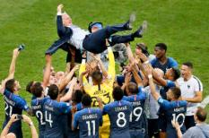 2018-07-15 19:08:06 MOSCOW, 15-07-2018 , World Cup 2018 , Luzhniki Stadium, France selection lifting France trainer coach Didier Deschamps after winning the 2018 World Cup Final France - Croatia . ANP STANLEY GONTHA
