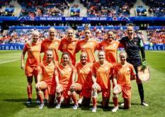 2019-06-11 14:54:36 LE HAVRE - De spelers van Nederland voorafgaand aan de wedstrijd tegen Nieuw-Zeeland tijdens de eerste wedstrijd op het WK voetbal voor vrouwen in Frankrijk. ANP ROBIN VAN LONKHUIJSEN