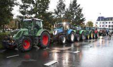 2019-10-01 09:17:17 DEN HAAG - Boeren protesteren op het Malieveld in Den Haag onder de naam #Agractie. De betogers vinden dat de agrarische sector te veel maatschappelijke problemen op zijn bordje krijgt, van fosfaat- en stikstofreductie tot klimaatbeleid en dierenwelzijn. ANP SEM VAN DER WAL