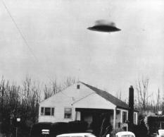 This photo shows an unidentified object which Ralph Ditter, a Zunesville, said he photographed Nov 13. at his home in Zanesville. Ditter said he made the picture with polaroid camera. This poto was taken from a copy made from the picture which Ditter displayed.