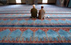 NLD-20040207-ROTTERDAM: Gelovigen in de gebedsruimte van de Mevlana Moskee in Rotterdam. ANPFOTO ROBERT VOS