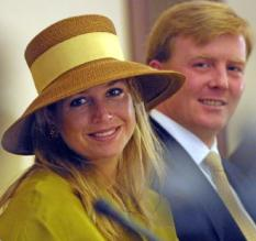 Princess Maxima (L) and Dutch Crown Prince Willem Alexander attend the Water Conference in Accra, Ghana, April 14, 2002.  (Photo by Michel Porro