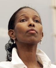 DEN HAAG - Ayaan Hirsi Ali gaat in beroep tegen de vaststelling van minister Rita Verdonk (Vreemdelingenzaken) dat het VVD-Tweede Kamerlid mogelijk nooit het Nederlanderschap heeft verkregen. Hirsi Ali kondigde dat aan tijdens haar persconferentie. ANP PHOTO GUIDO BENSCHOP