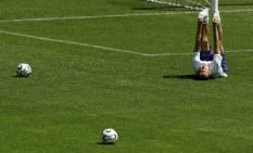 FREIBURG - Arjen Robben in actie tijdens de training van het Nederlands elftal maandag. ANP PHOTO ED OUDENAARDEN