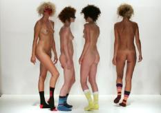 AMSTERDAM - Hoe presenteer je designsokken op een catwalk? De mensen achter het nieuwe Nederlandse merk Dr. Finkelbaum kwamen op het idee om de sok weer op te halen, maar dan wel gepresenteerd door vier naaktmodellen op sokken. De show heette dan ook Socks only. De opvallende catwalkshow was donderdagavond te zien tijdens de Amsterdam International Fashion Week (AIFW) in de Westergasfabriek. ANP PHOTO EVERT ELZINGA