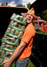 SCHLAITZ - De eerste supporters druppelen donderdag de hele dag door binnen op de Oranjecamping van het wereldkampioenschap voetbal. Aan het begin van de middag waren ongeveer honderd oranjefans met tenten, caravans en campers gearriveerd bij het onderkomen in Schlaitz, nabij Leipzig.  ANP PHOTO OLAF KRAAK