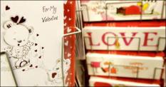 DEN HAAG - Valentijnskaarten in de Expo winkel. ANP PHOTO LEX VAN LIESHOUT
