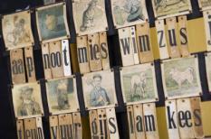 ENKHUIZEN - Aap Noot Mies leesplakje. Minister van Onderwijs, Cultuur en Wetenschap Ronald Plasterk, opent woensdag het vernieuwde Zuiderzeemuseum dat dit jaar zijn 60-jarig jubileum viert. ANP PHOTO XTRA LEX VAN LIESHOUT