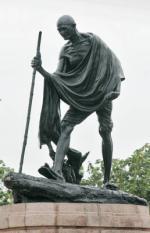 CHENNAI - Standbeeld van Mahatma Gandhi. ANP PHOTO KOEN SUYK