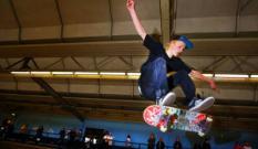 EINDHOVEN - Een deelnemer tijdens de finale in actie zondag. In het AreaFiftyOne skatepark in Eindhoven vinden zondag de finales plaats van het NK Skateboarden. ANP PHOTO ROBIN UTRECHT