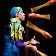 AMSTERDAM - Woensdagavond wordt de dress rehearsel van de nieuwe show van Cirque du Soleil, Varekai, gehouden. Op de foto de jongleur act Juggling van Paul Ponce. ANP PHOTO CYNTHIA BOLL