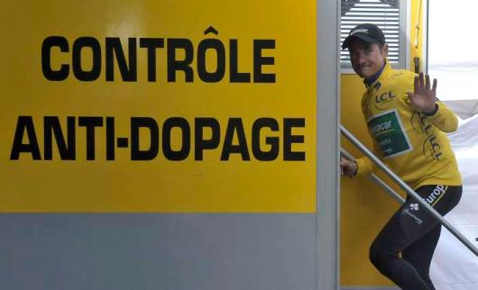 epa02832030 Europcar team rider Thomas Voeckler of France enters the doping control center for a routine check, after the 16th stage of the Tour de France cycling race between Saint-Paul-Trois-Chateaux and Gap, France, 19 July 2011.  EPA/NICOLAS BOUVY